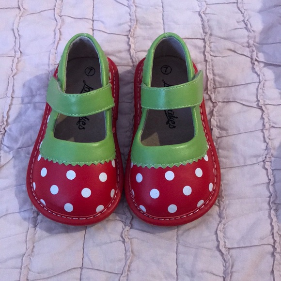 ca953d1321 Ladybug Laniecakes squeaker Mary Janes in Size 7 t